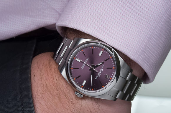 Replica 39mm Rolex oyster-perpetual on hands